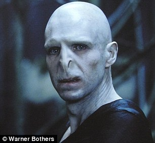 2e1a44d500000578-3303728-his_latest_look_looking_more_like_lord_voldemort_than_harry_pott-a-51_1446651728149